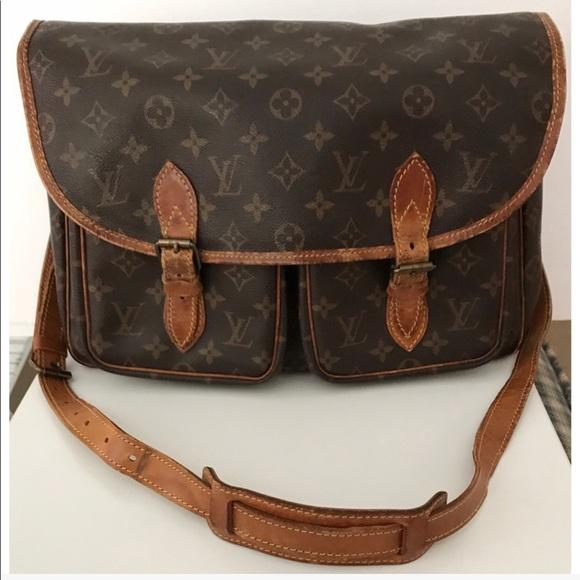 71c6df0b10f4 Louis Vuitton Handbags - 💯Authentic Louis Vuitton Gibeciere Crossbody Bag